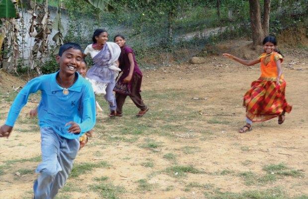 kids-playing-pakda-pakdi