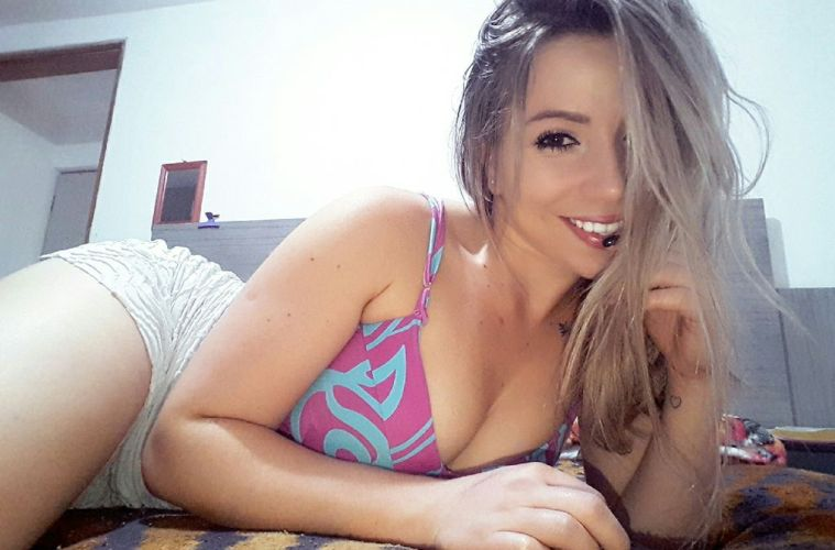 A camgirl Nicollety 23