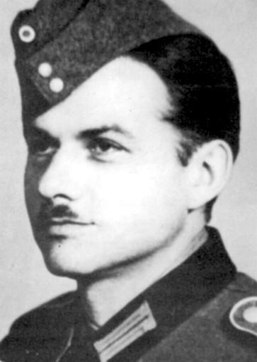 [Photo of Obergefreiter Hanns-Joachim Scharff.]