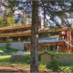Start exploring Moraine Lake from the Moraine Lake Lodge.