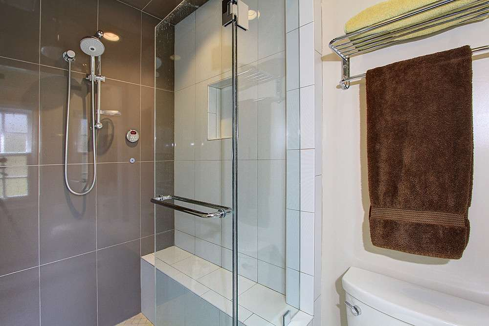 4 benefits of having a steam shower in