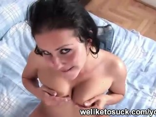 Pussy pumped while she gives head