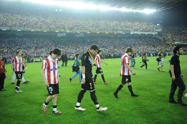 Los jugadores del Athletic desolados tras la derrota