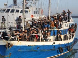 Fermato dalla Guardia di finanza di Crotone un veliero con a bordo 137 clandestini