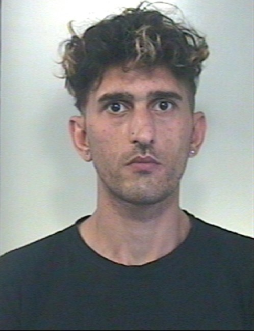 Avola: arrestato per rapina ed estorsione giovane. Si chiama Bianca Benito. I carabinieri di Avola lo hanno rintracciato e portato in carcere