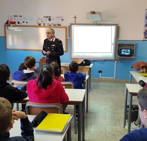 I carabinieri incontrano i bambini del Comprensivo CarloV a Carlentini