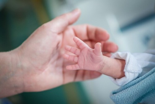 Noto: donna partorisce in pronto soccorso