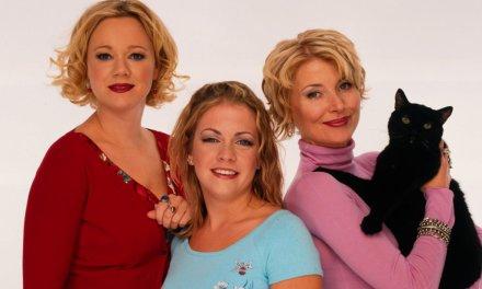 Melissa Joan Hart y su elenco le desean lo mejor a la nueva serie de Sabrina