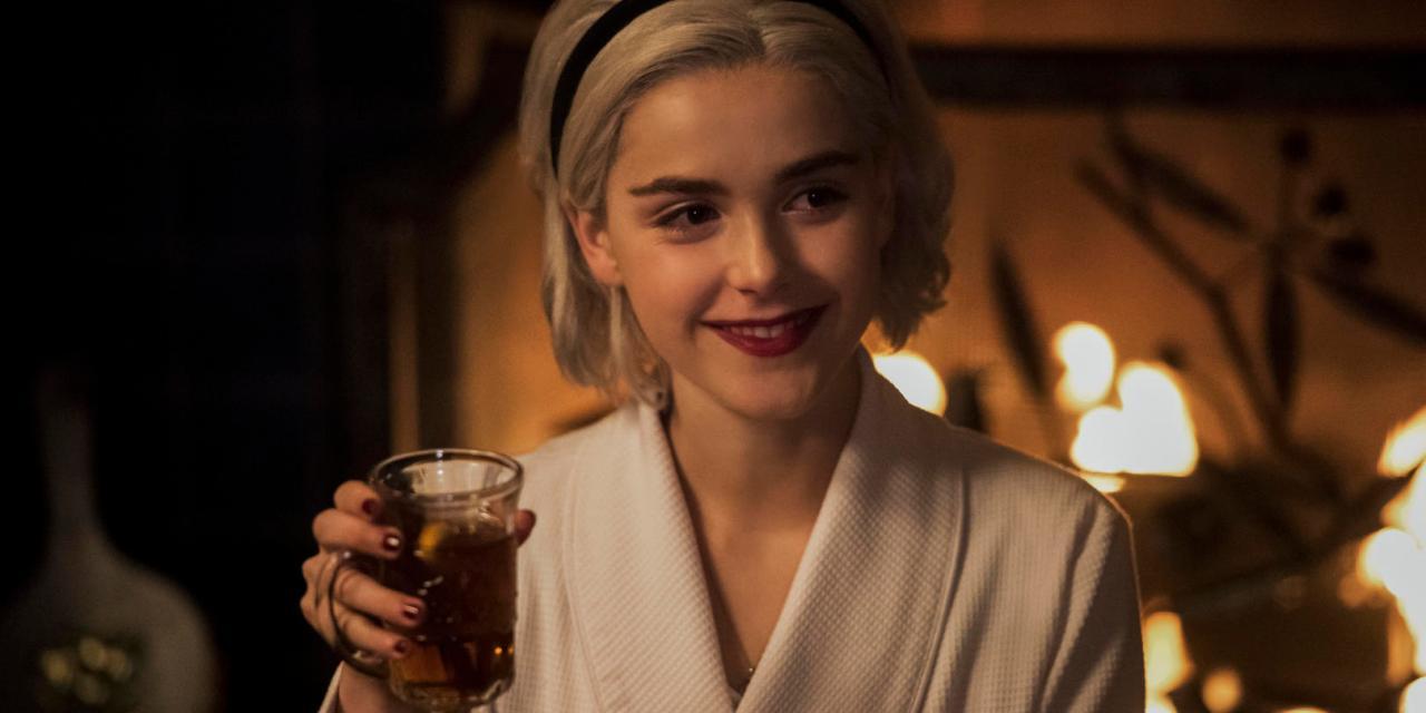 """Sata… Santa también estará con Sabrina en el tráiler de """"Un cuento invernal"""""""