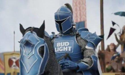El nuevo caballero de BudLight hará lo que sea por el trono