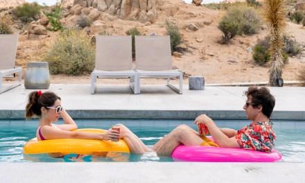 Andy Samberg y Cristin Milioti se unen contra la rutina en Palm Springs