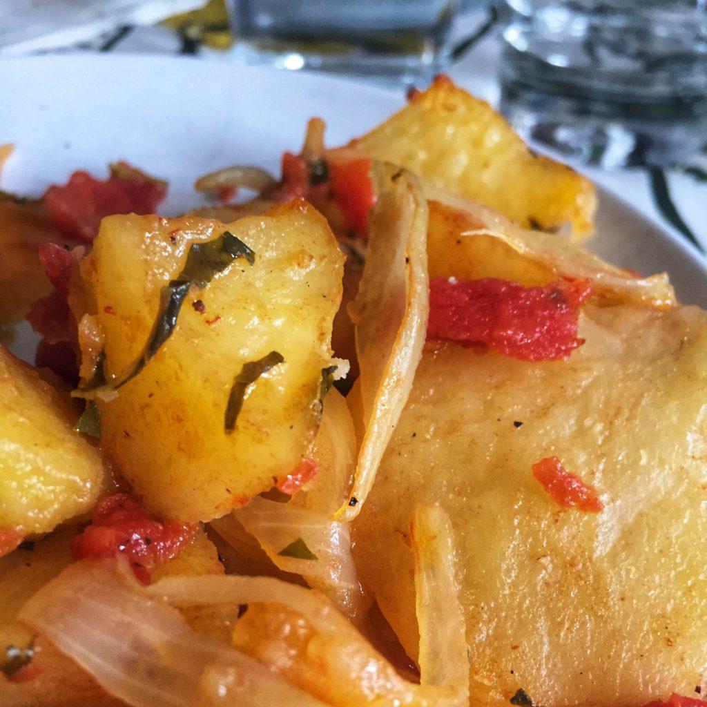 Patatas asadas canallas
