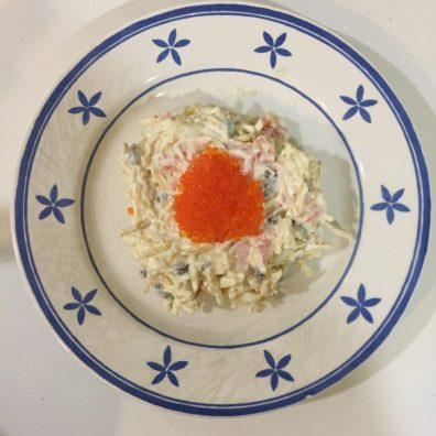 Ensaladilla de salmón ahumada y patatas paja