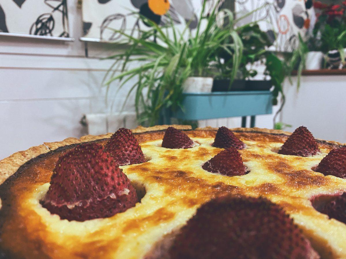 RECETAS PARA FRENAR LA CURVA: La tarta canalla de fresones