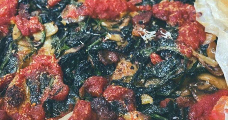 RECETAS PARA FRENAR LA CURVA: La tarta salada de espinacas y champiñones