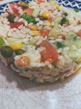 La ensalada de arroz tres delicias o más