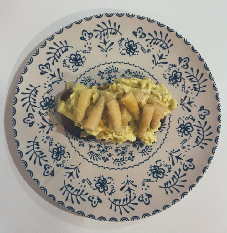 Diripienda ova cum asparagus