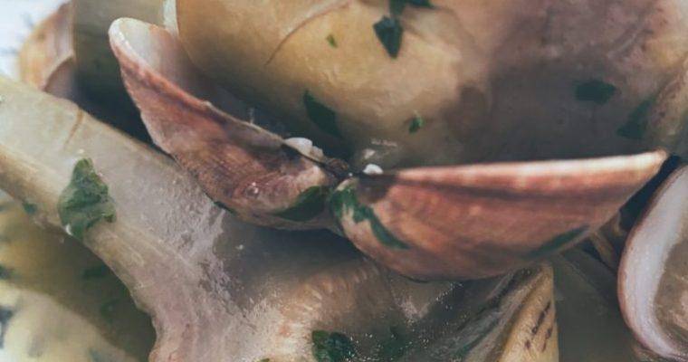 Las alcachofas con almejas es bien