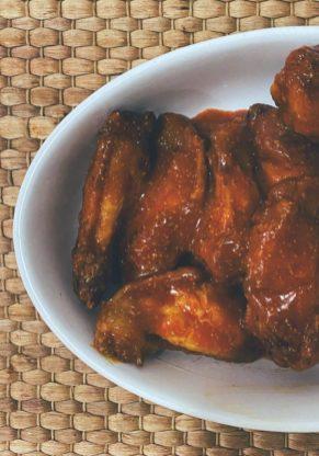 Las alitas buffalo wings tradicionales