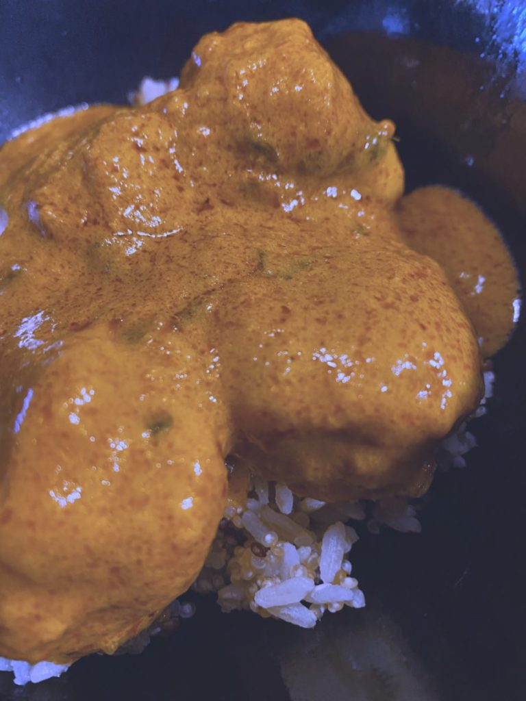 Las albóndigas de pollo al curry rojo rápido