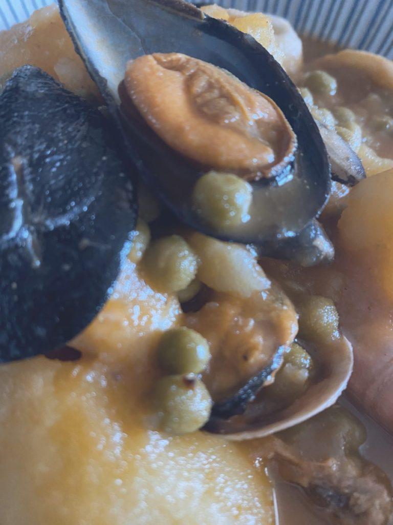 Las patatas con cosas del mar