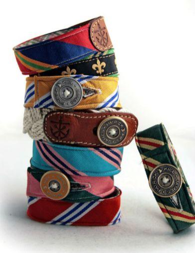 As pulseiras preppy da Kiel James Patrick são um bom exemplo de uso de materiais diferenciados e estilo único.