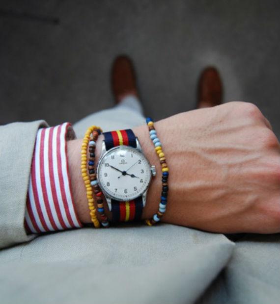 Os relógios com pulseira em canvas, sucesso neste verão, são ótimos pois se mesclam as pulseiras aumentando ainda mais o colorido!