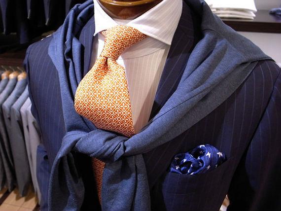 terno_azul_gravata_laranja_complementares
