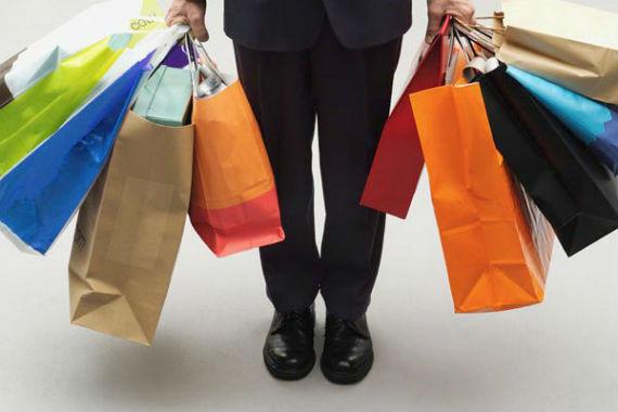 homem_compras_sacolas_shopping