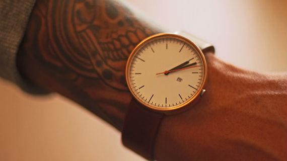 É comum ouvir por aí que todo homem tem que ter um bom relógio de pulso,  aliás, não só um, mas uns 3 de diferentes estilos para complementar o  visual casual ... 446a0e7543