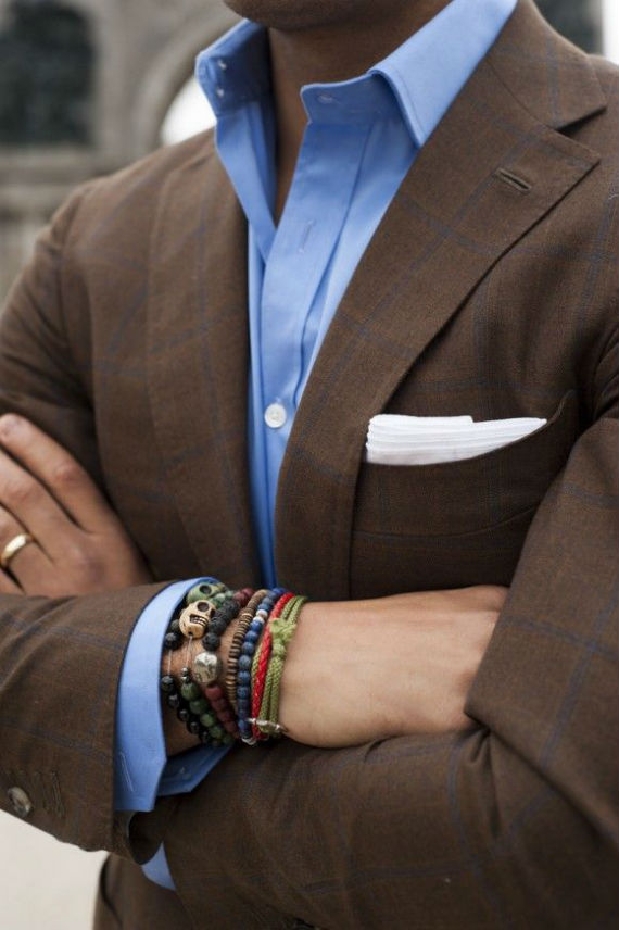 terno_costume_atualizado_moderno_pulseiras
