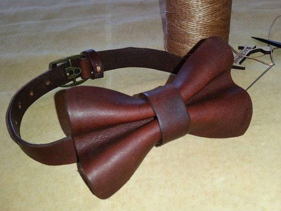 Gravatas borboleta feitas de couro