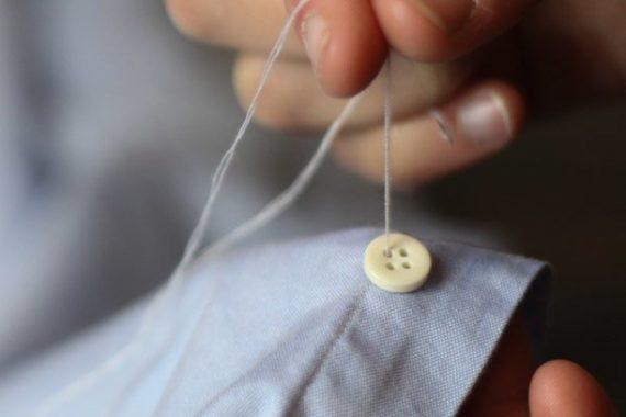 7 Habilidades Que Vão Melhorar Seu Estilo - Costurar e pregar botões