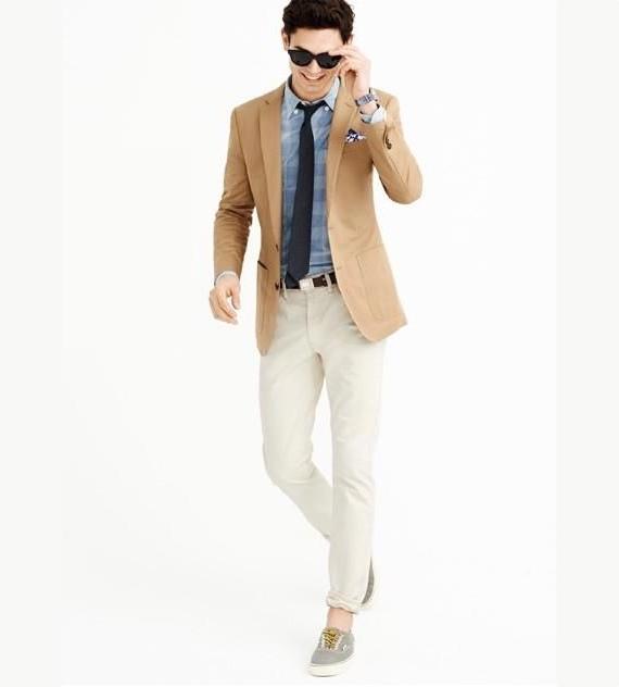 O Look Certo: Blazer Contrastando Com a Camisa Xadrez