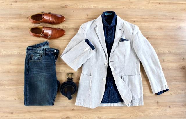 Look masculino para o outono com blazer de linho e camisa floral