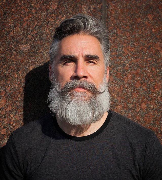 Escuros X Grisalhos: Makeover de Barba e Cabelo Mostra a Diferença