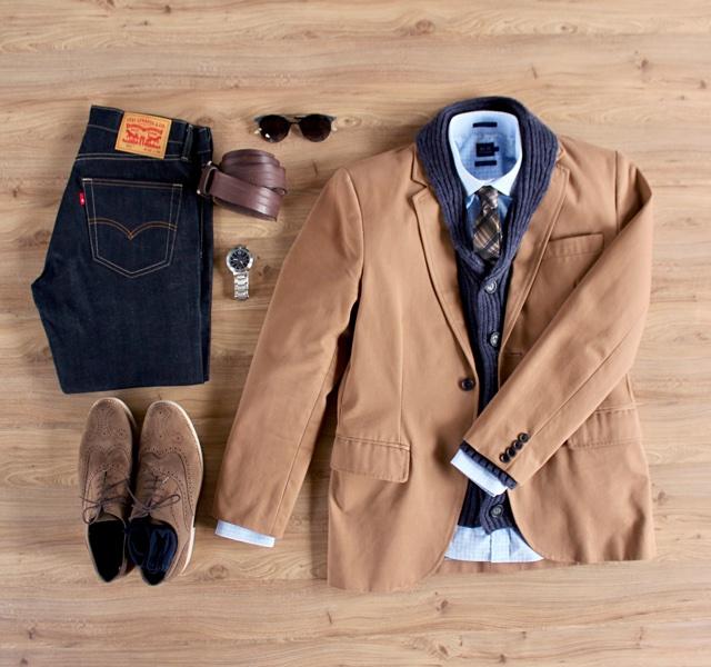 Look masculino para o inverno com cardigã, blazer e jeans