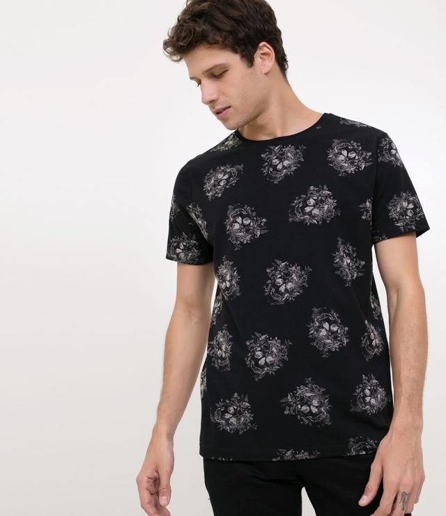 4b9d42bea Camiseta Renner de algodão preta com caveiras por R$39,90 – Compre aqui!