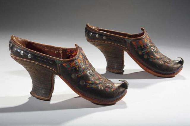 Primeiros sapatos de salto alto