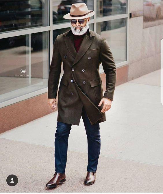 Chapéu masculino em look com casaco e botas