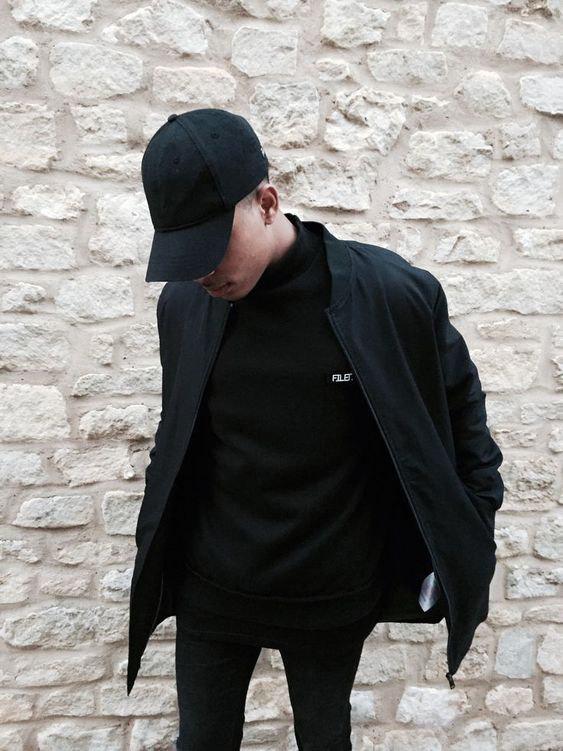 Look Aall black com boné - Como Usar Bonés em Looks Masculinos