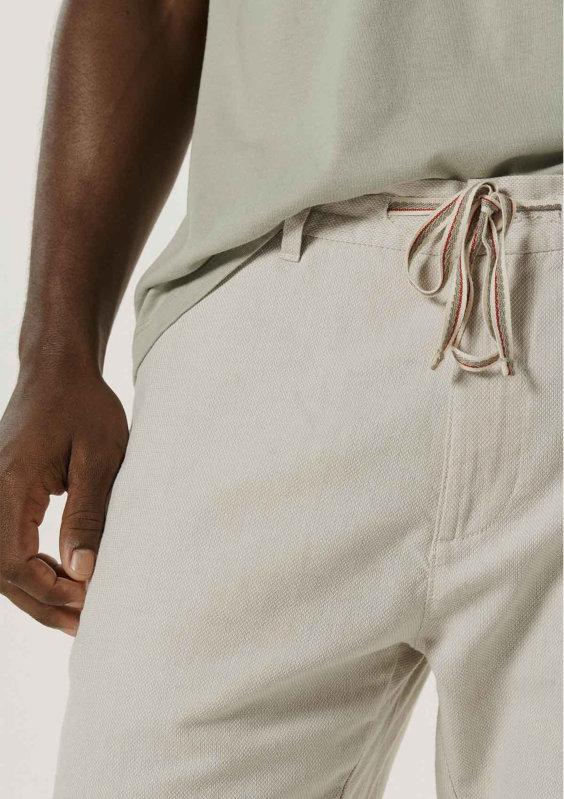 Bermuda de linho com cordão - Tendências da Moda Masculina Para o Verão 2021