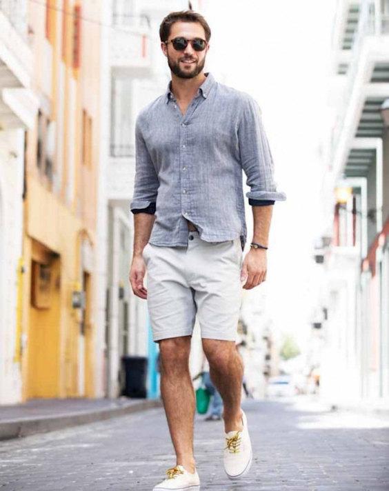 Looks Masculinos para o Réveillon -  Camisa de linho azul claro e shorts cinza gelo
