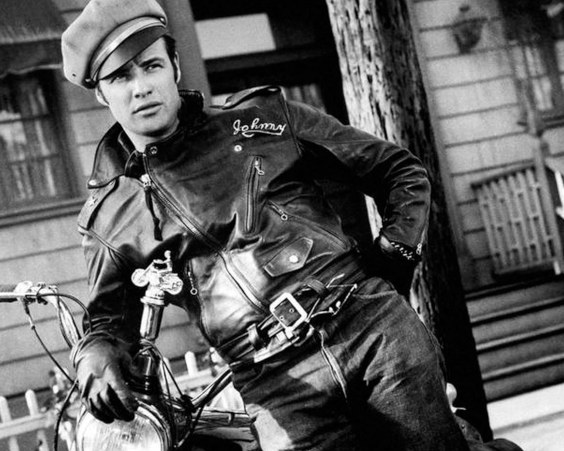 """Marlon Brando e a jaqueta Perfecto no filme """"O Selvagem"""""""
