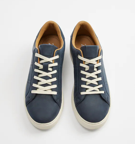 Tendências do Outono Inverno Masculino 2021 - tênis minimalista azul