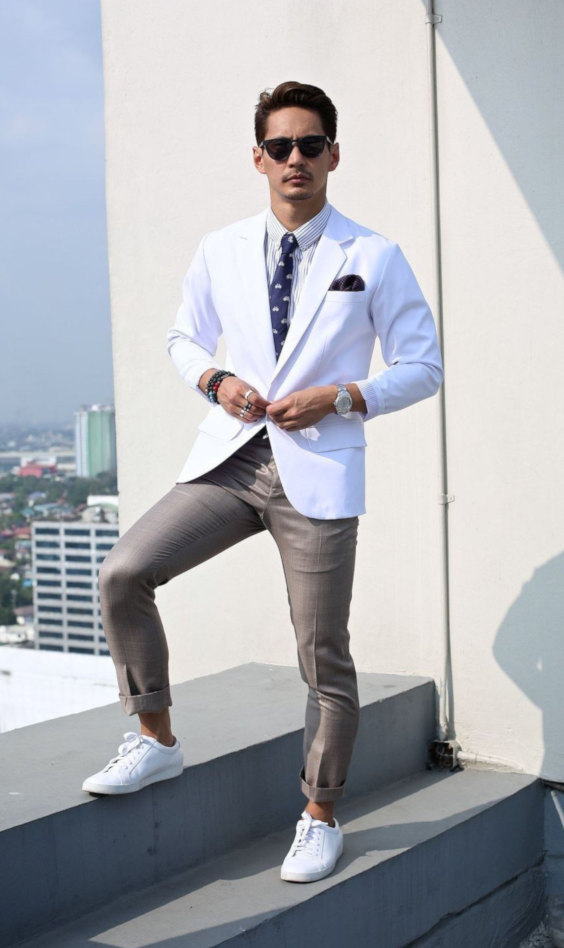 T6enis brancos com look business casual