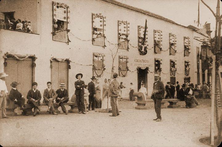 Uno de los carteles que se colocaron en la Orotava.