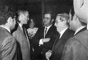 1969 Collins charlando con el Conde de la Vega Grande director General de Maspalomas Costa Canaria, Foto Antonio