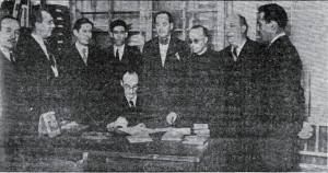 1936-05-30 entrega de las banderas al ayuntamiento firma de la entrega