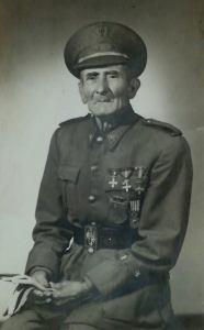Retrato de Antonio Bauza Fullana, ya mayor, vestido de militar con sus condecoraciones.